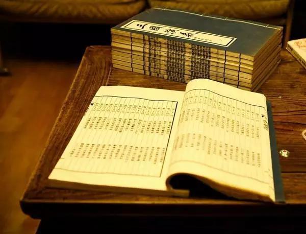 古书卷轴边框木雕